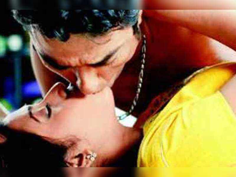 Anindya Bose, Ankita get steamy in Room No.103