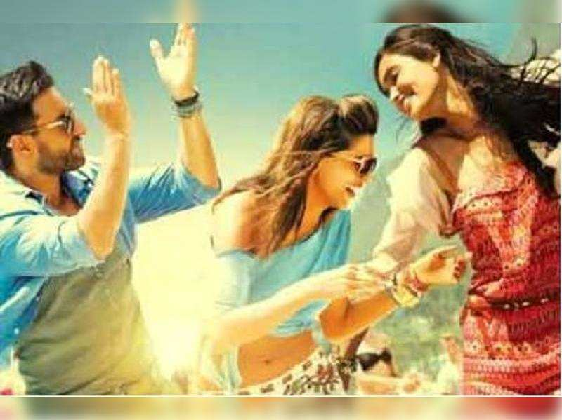 """Cocktail<a href=""""//photogallery.indiatimes.com/movies/bollywood/cocktail/articleshow/14463472.cms"""" target=""""_blank"""">More Pics</a>"""