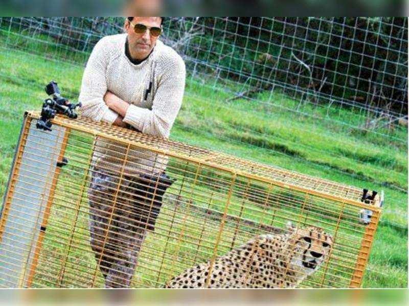 Akshay Kumar with a leopard