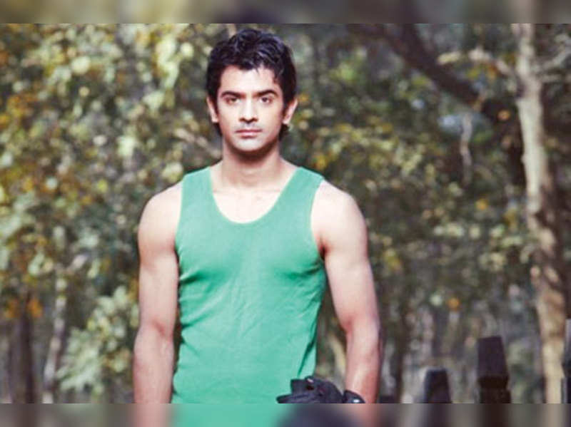 I have reservations about doing intimate scenes: Barun Sobti