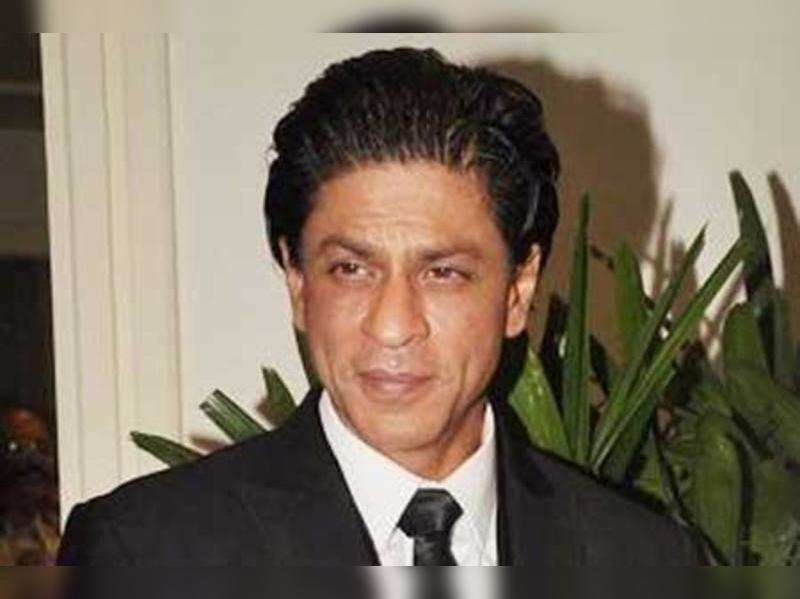 Shah Rukh booked for insulting national flag