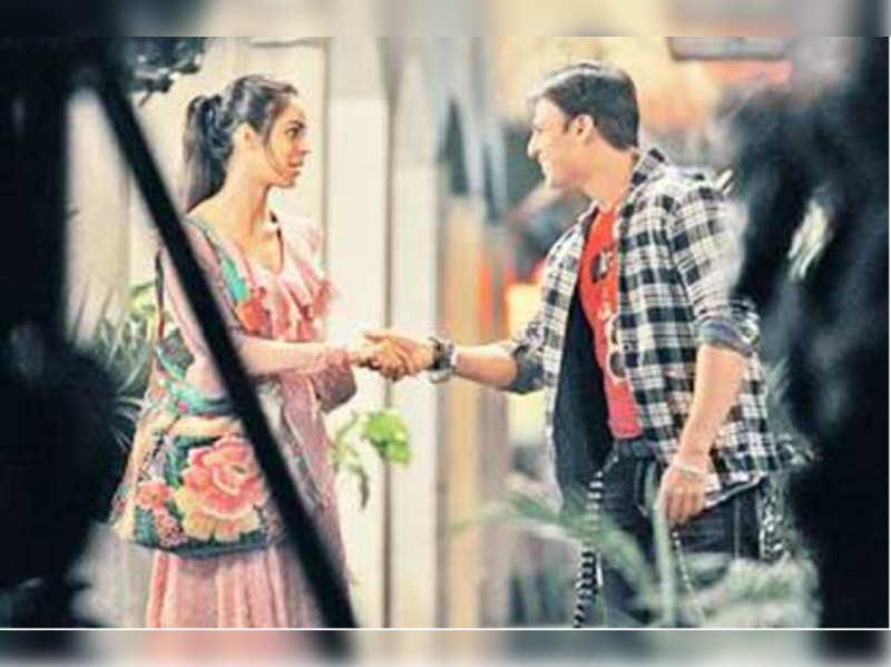 "A still from KLPD (Kismat Love Paisa Dilli) <a href=""http://photogallery.indiatimes.com/events/mumbai/vivek-mallika-promote-kismat-love-paisa-dilli/Vivek-Mallika-promote-Kismat-Love-Paisa-Dilli/articleshow/11042465.cms"" target=""_blank"">More Pics</a>"