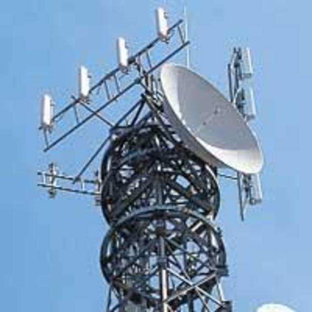 The telecom department (DoT) has readied showcuase notices directing incumbent GSM operators - Bharti Airtel, Vodafone and Idea Cellular to hang up on their 3G roaming pacts and stop offering high-end data services in areas where don't have 3G permits.