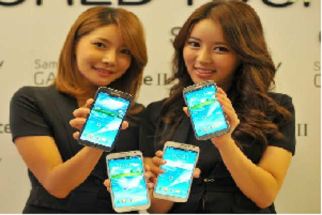 Samsung is likely to launch the Galaxy Note II phablet in India tomorrow at a press event in Hyderabad, according to reports.  It is already taking pre-orders for the Galaxy Note II in India.