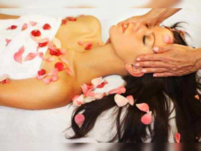 Beauty benefits of all-purpose rose water (Thinkstock photos/Getty Images)