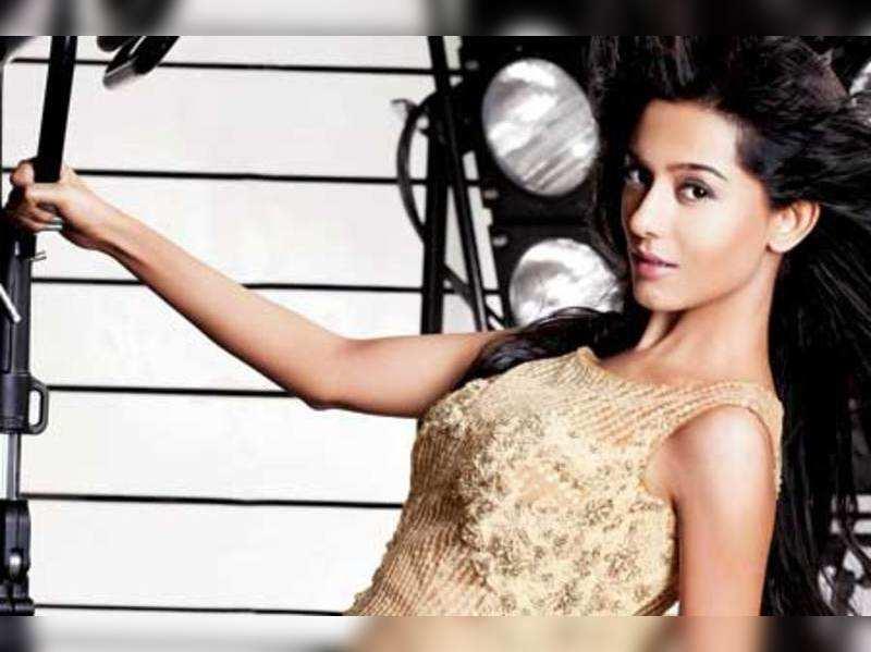 "Amrita Rao  <a href=""http://photogallery.indiatimes.com/celebs/indian-stars/amrita-rao/portfoliolist/3941043.cms"" target=""_blank"">More Pics</a>"