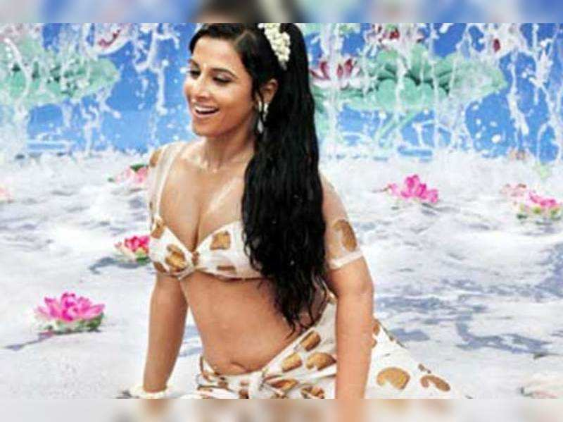 """A still from The Dirty Picture <a href=""""<http://photogallery.indiatimes.com/movies/bollywood/the-dirty-picture/articleshow/10928780.cms>"""" target=""""_blank"""">More Pics</a>"""
