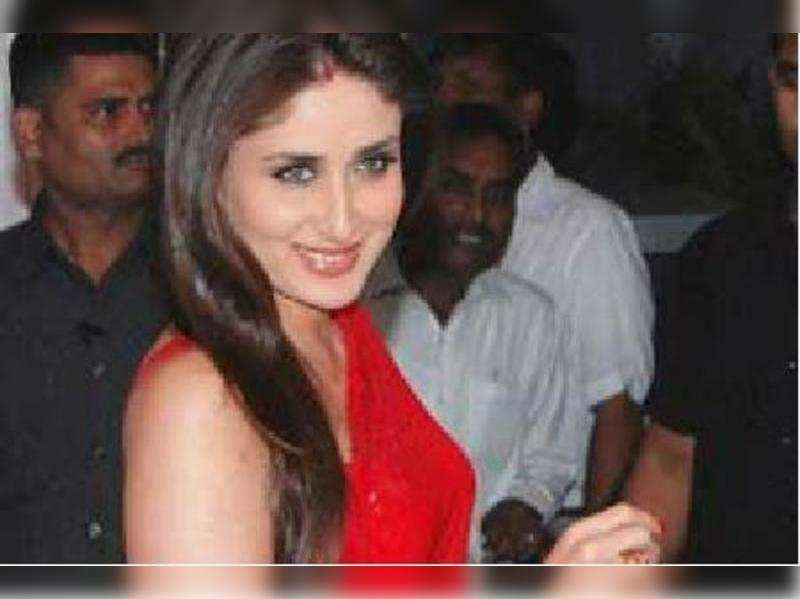 Kareena to watch 'Talaash' with Saif | Hindi Movie News - Times of India