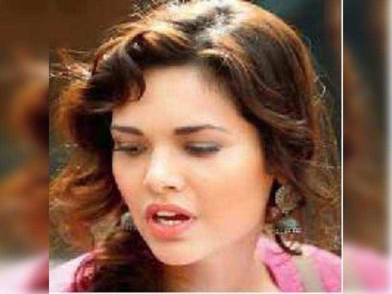 Esha Gupta to play Indian Lara Croft