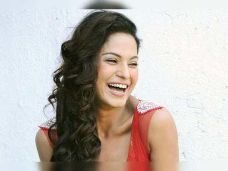 I hate to be kissed onscreen: Veena Malik