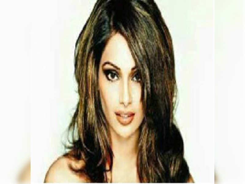 I was asked to keep mum on boyfriend: Bipasha Basu