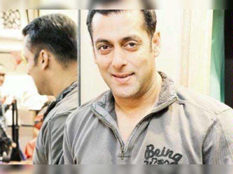 Salman Khan rejects Chetan Bhagat's script