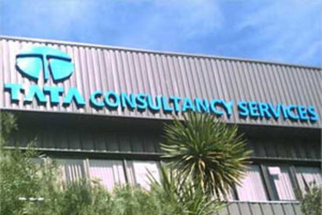 The country's biggest software exporter Tata Consultancy Services has widened its lead over Sensex peers RIL, the market leader for many years.