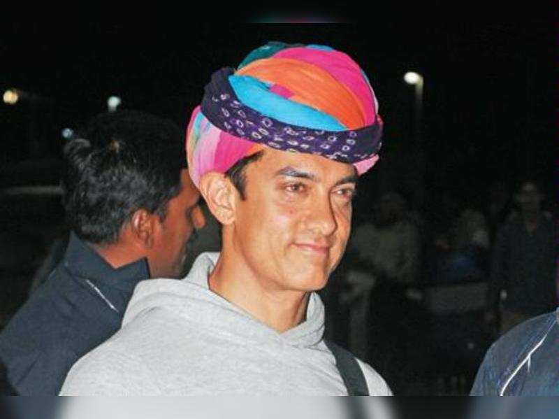 """Aamir Khan <a href=""""//photogallery.indiatimes.com/movies/bollywood/talaash/articleshow/16964947.cms"""" target=""""_blank"""">More Pics</a>"""