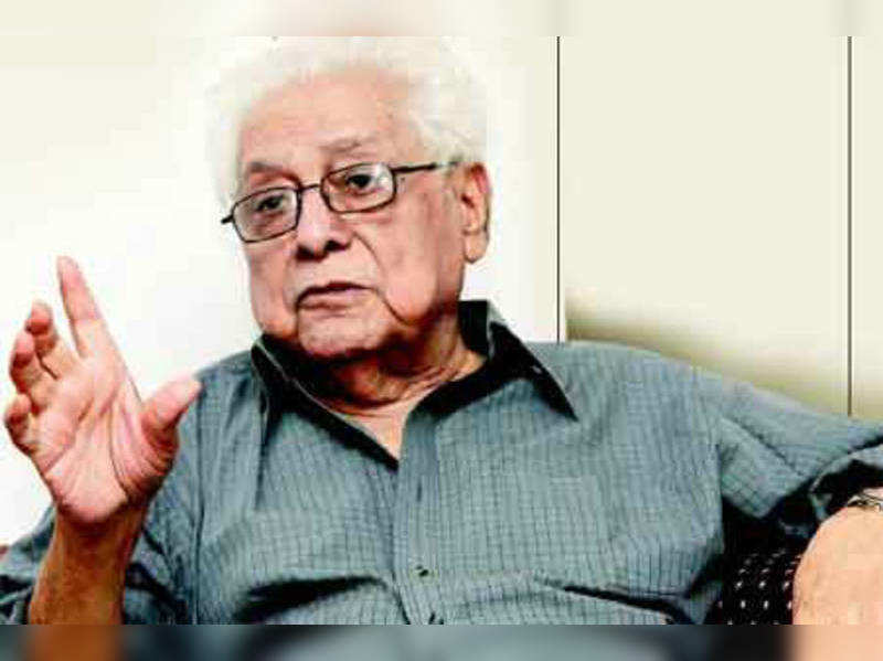 "Basu Chatterjee<a href=""http://photogallery.indiatimes.com/events/mumbai/basu-chatterjees-felicitation/Sharbani-Mukherjee/articleshow/7013453.cms"" target=""_blank"">More Pics</a>"