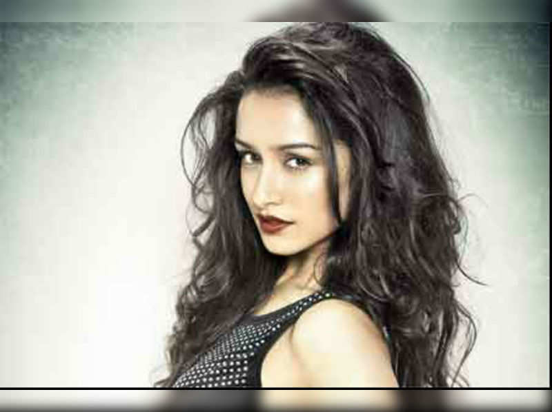 """Shraddha Kapoor <a href=""""//photogallery.indiatimes.com/movies/bollywood/aashiqui-2/newversion/articleshow_v2/19338533.cms"""" target=""""_blank"""">More Pics</a>"""