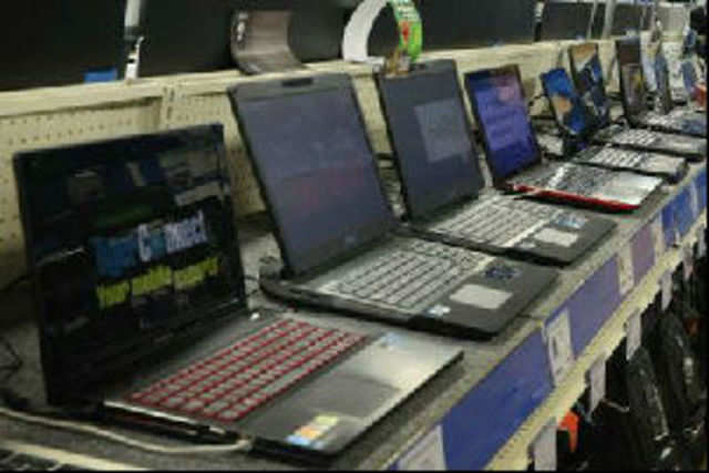 Sony and HP have cut prices of Windows 8-based laptops in India by up to Rs 2,000.