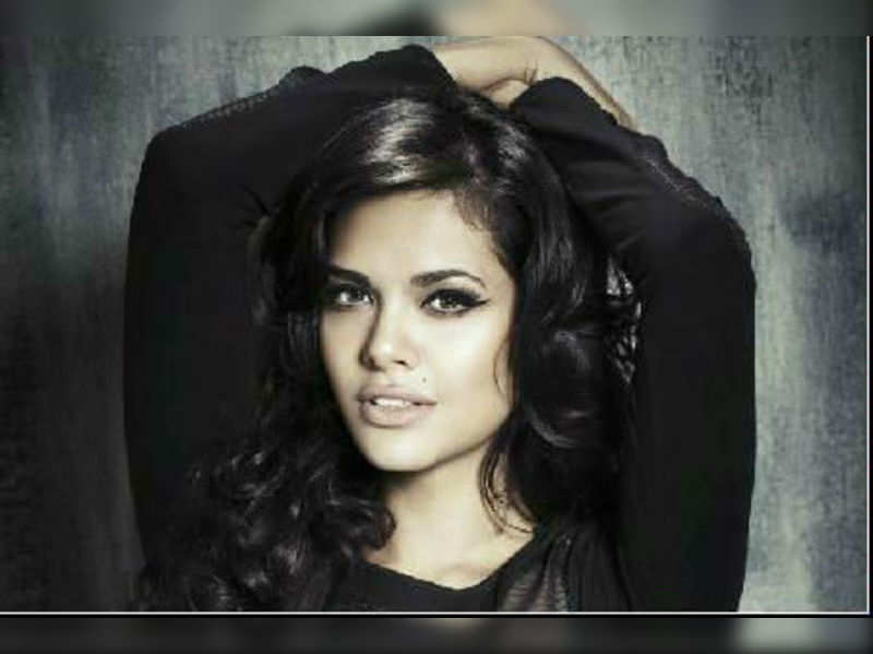 "Esha Gupta <a href=""//photogallery.indiatimes.com/movies/bollywood/chakravyuh/articleshow/16737453.cms"" target=""_blank"">More Pics</a>"
