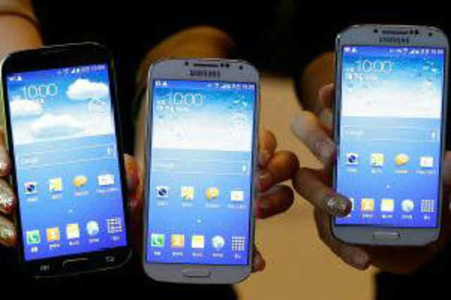 A Canaccord Genuity report shows that Samsung Galaxy S4 was the top-selling phone on three out of four US telecom operators.