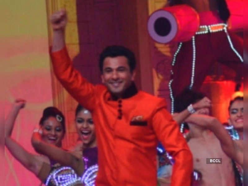 "Vikas Seth<a href=""//photogallery.indiatimes.com/awards/awards-and-honours/parivaar-awards-2013/Parivaar-Awards-2013/articleshow/20613555.cms"" target=""_blank"">More Pics</a>"