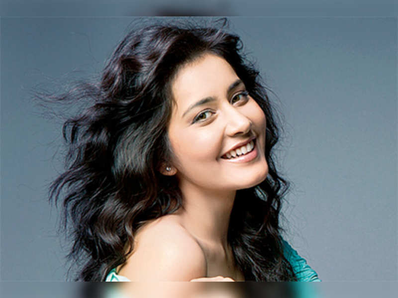 Raashi Khanna to debut in Bollywood with 'Madras Cafe'