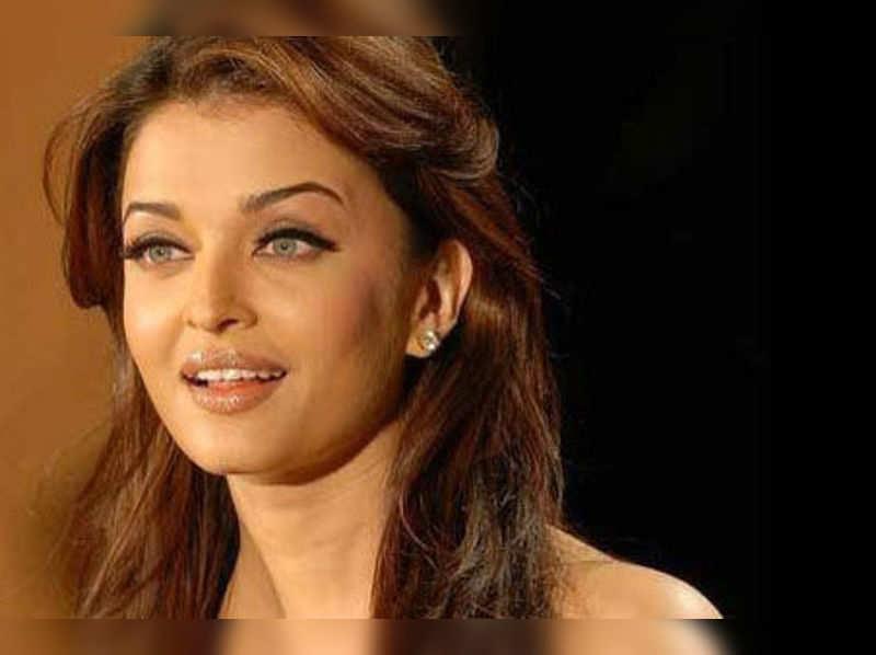 "Aishwarya Rai Bachchan <a href=""http://photogallery.indiatimes.com/celebs/bollywood-stars/aishwarya-rai-/aishwarya-rais-portfolio-pics/articleshow/4025814.cms"">More Pics</a>"