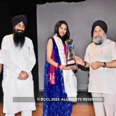 Navneet Kaur Dhillon being honoured at Punjabi  University