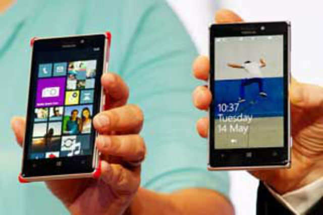 While Lumia 925 may not be as big a change as Lumia 920 was to the Lumia 900, it certainly brings a few things to the table.