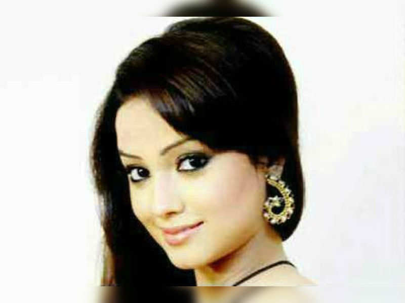 "Adaa Khan <a href=""http://photogallery.indiatimes.com/parties/mumbai/amrit-manthan-annivbash/Amrit-Manthan-annivbash/articleshow/18729418.cms"" target=""_blank"">More Pics</a>"