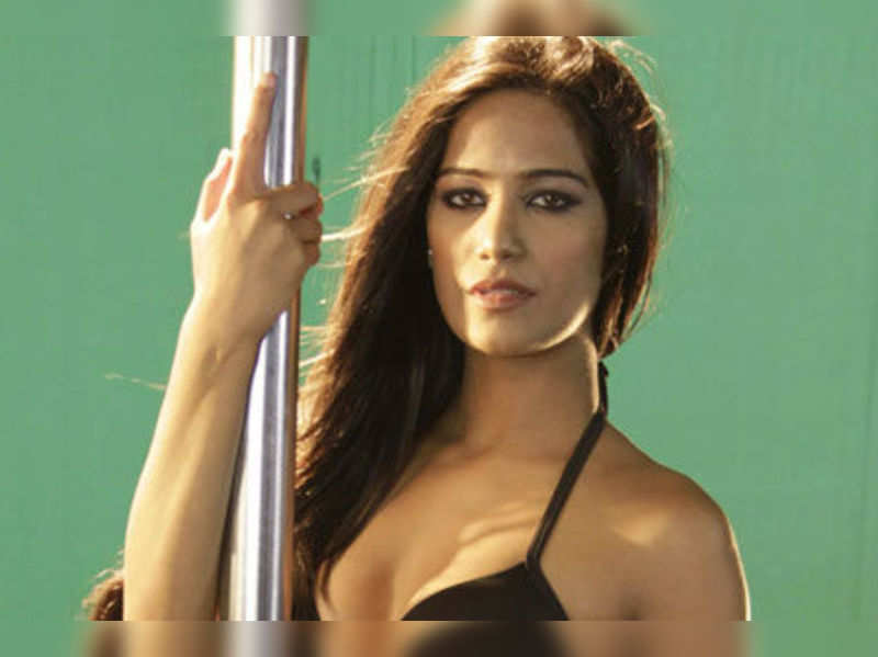 """Poonam Pandey <a href=""""http://photogallery.indiatimes.com/celebs/indian-stars/poonam-pandey/poonam-flaunts-her-assets/Poonam-flaunts-her-assets/articleshow/15289335.cms"""" target=""""_blank"""">More Pics</a>"""