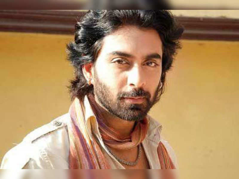 """Rohit Khurana<a href=""""http://photogallery.indiatimes.com/tv/behind-the-scenes/uttaran-on-the-sets/Uttaran-On-the-sets/articleshow/20794309.cms"""" target=""""_blank"""">More Pics</a>"""