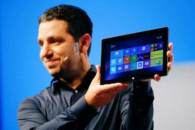 Panos Panay, Microsoft Surface general manager, holds up the Microsoft Surface Pro 2 during the launch of their Surface 2 tablets in New York September 23, 2013. (Reuters photo)