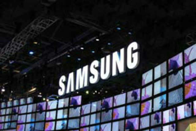 Latest media reports point that Samsung's upcoming flagship smartphone Galaxy S5 is rumoured to be sporting an eye scanning sensor.