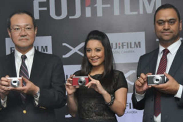 Fujifilm expects its digital camera division to achieve 25-30% of its annual revenue target during this festival season.