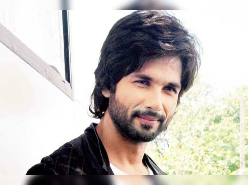 Shahid indulges in bawdy talk with Sonu