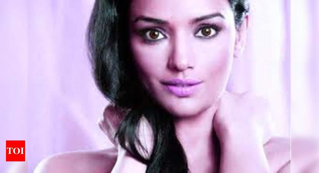 swetha menon: Politicians targeted me: Shwetha Menon | Malayalam Movie News  - Times of India
