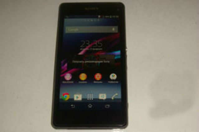 Leaked images of the Sony Xperia Z1S show that it has a 4.3-inch display with 720p resolution and runs on Android 4.3.  Image courtesy: Xperia Blog