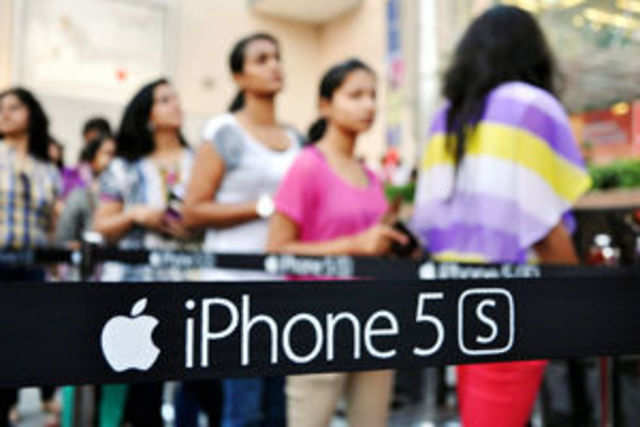 iPhone 5S is out of stock in almost all retail outlets about three weeks after its launch due to huge demand as well as limited supply.