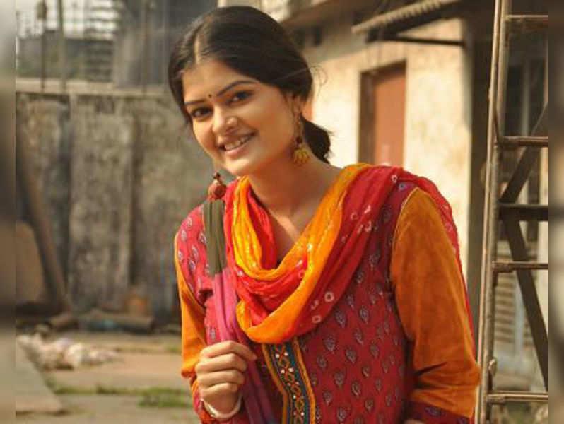 Madhumita Sarkar as Pakhi