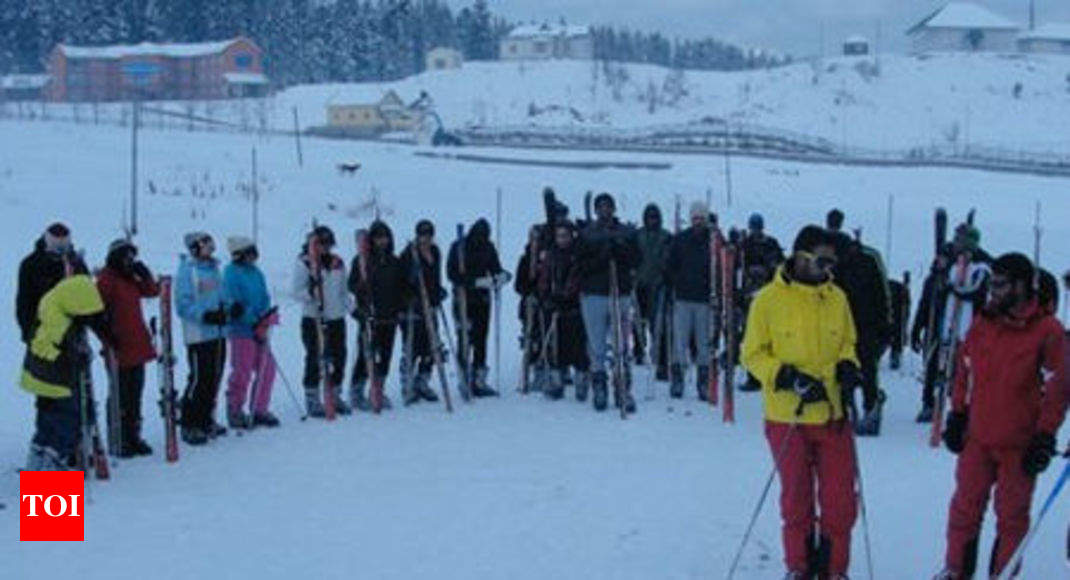 8f6f7dc52941 Ski courses begin at IISM