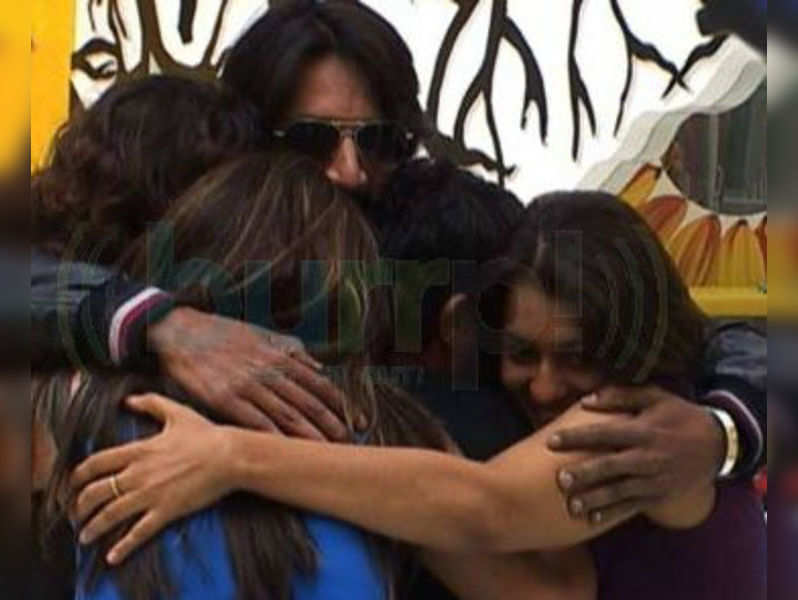 Sudeep ropes in Bigg Boss girls for special number in Maanikya