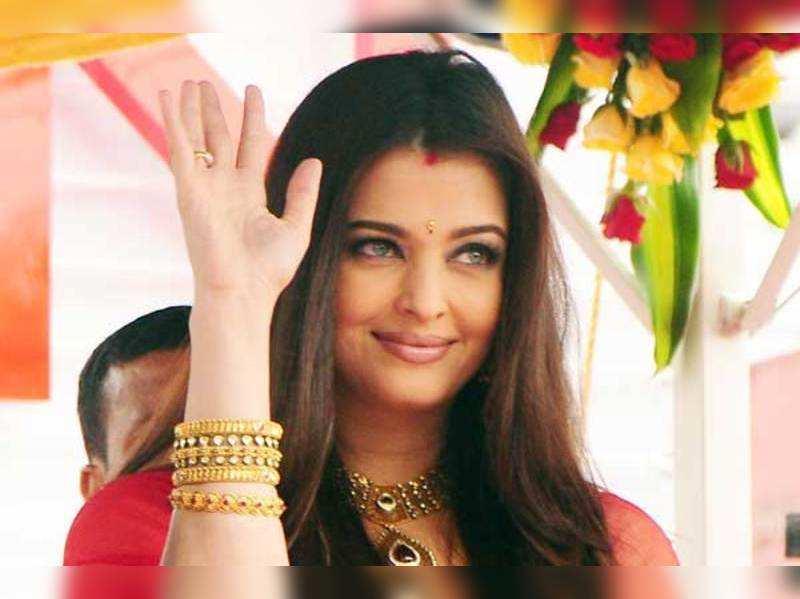 Monica Belluci Aishwarya Rai Bachchan Voted Fourth Most Beautiful Woman Of The World Hindi Movie News Times Of India