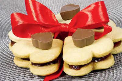 Make romantic food treats for Valentine's Day