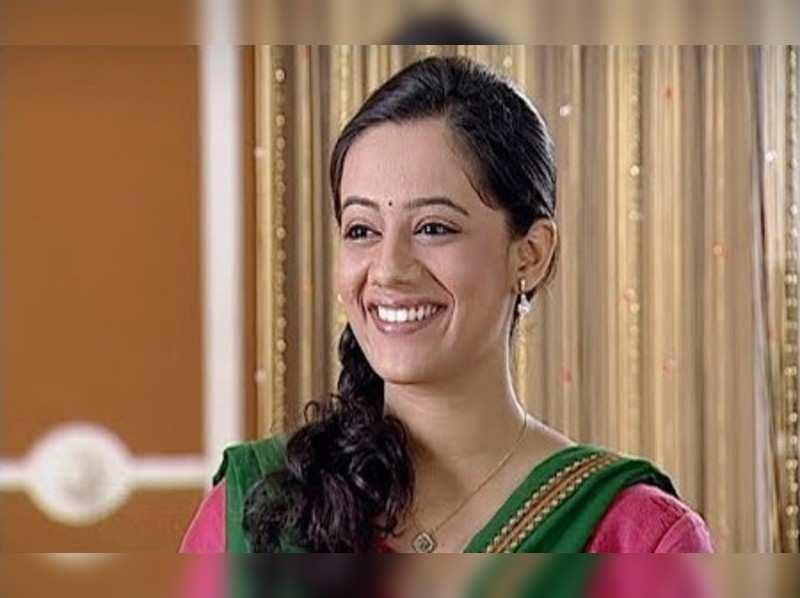 Spruha Joshi as Isha Deshmukh