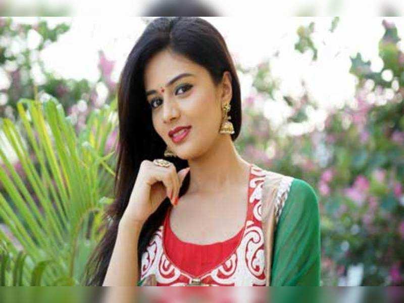 Sree Mukhi turns classical dancer