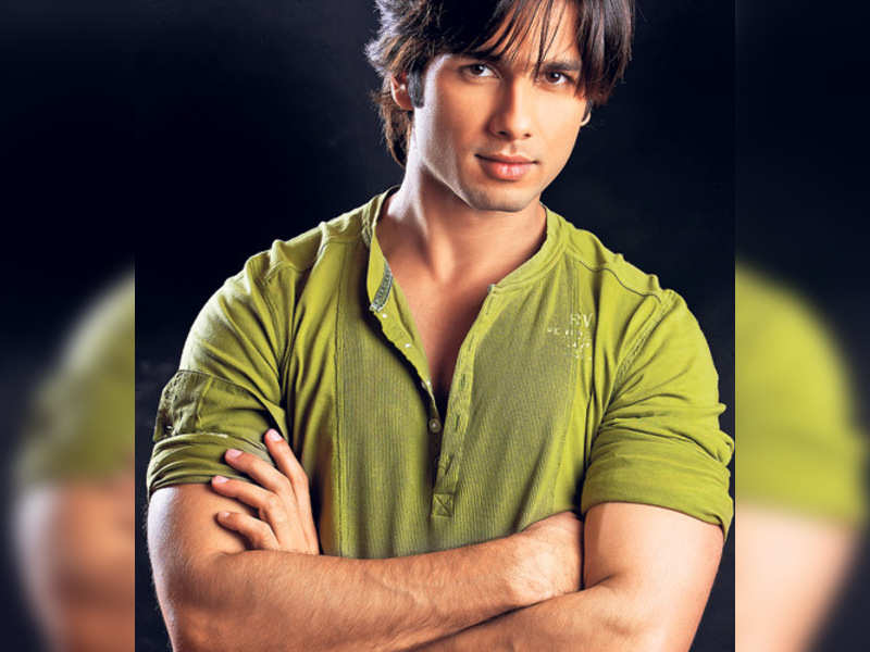 """Shahid Kapoor (TOI photo) <a href=""""http://photogallery.indiatimes.com/articleshow/2710806.cms"""" target=""""_blank"""">More Pics</a>"""