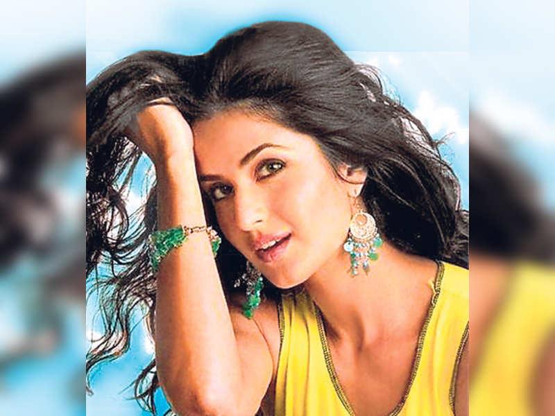 "Katrina Kaif.<a href="" http://photogallery.indiatimes.com/articleshow/3221791.cms"" target=""_blank"">More Pics</a>"
