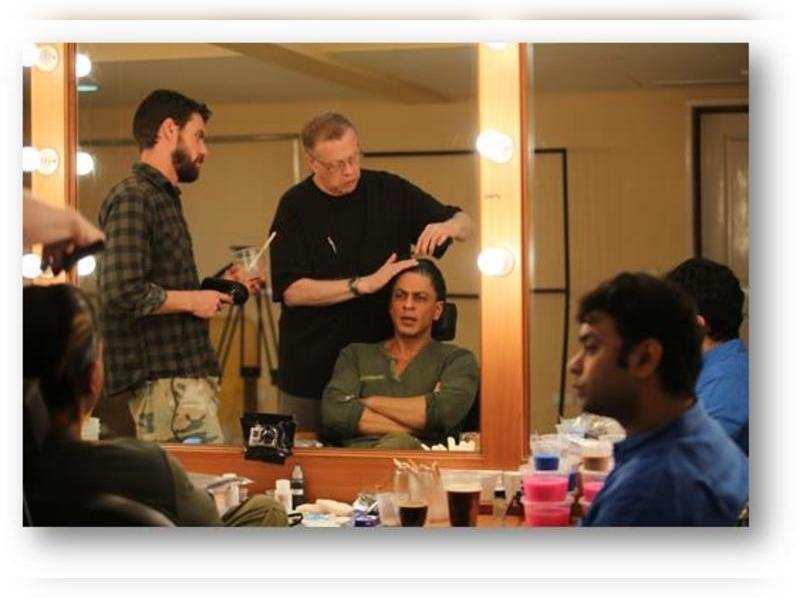 """Shahrukh Khan begins work on """"FAN"""""""