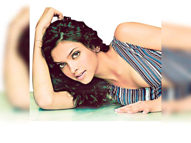 "Deepika Padukone (TOI Photo) <a href=http://photogallery.indiatimes.com/articleshow/2384504.cms"" target=""_blank"">More Pics</a>"