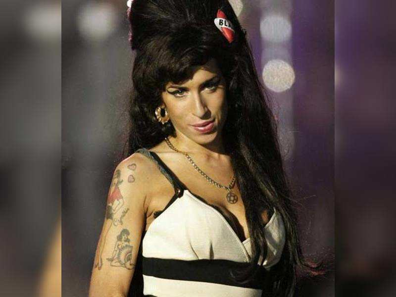 """Amy Winehouse (AFP Photo) <a href=""""http://photogallery.indiatimes.com/articleshow/2476403.cms"""" target=""""_blank"""">More Pics</a>"""